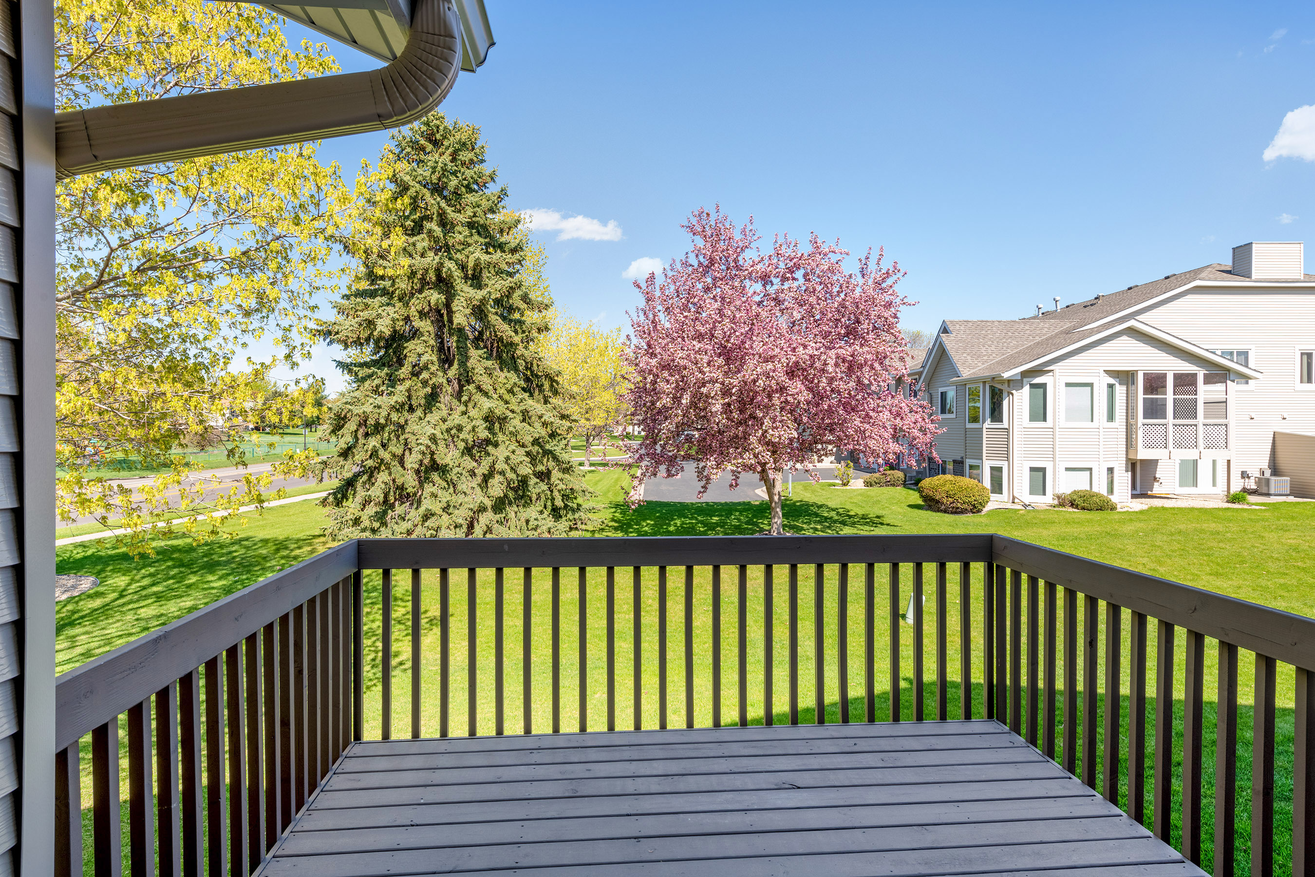 This deck is right off the dinning room,great for entertaining this summer!