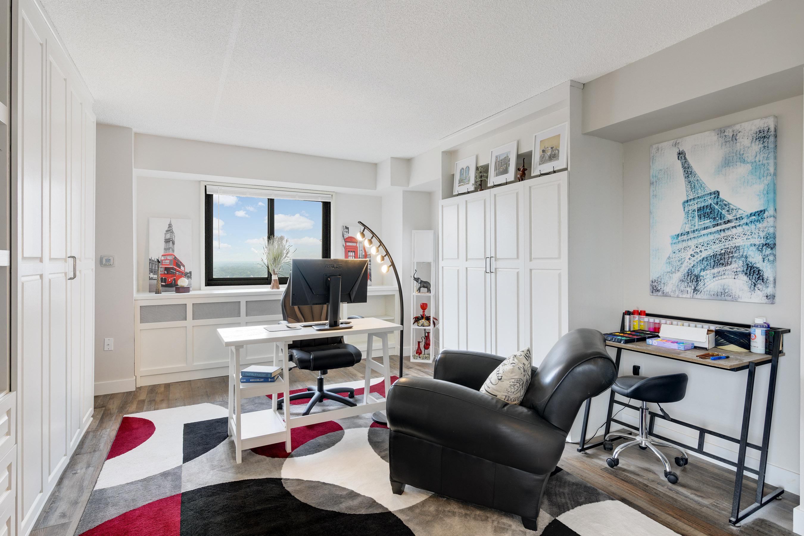 Huge 2nd Bedroom or Office