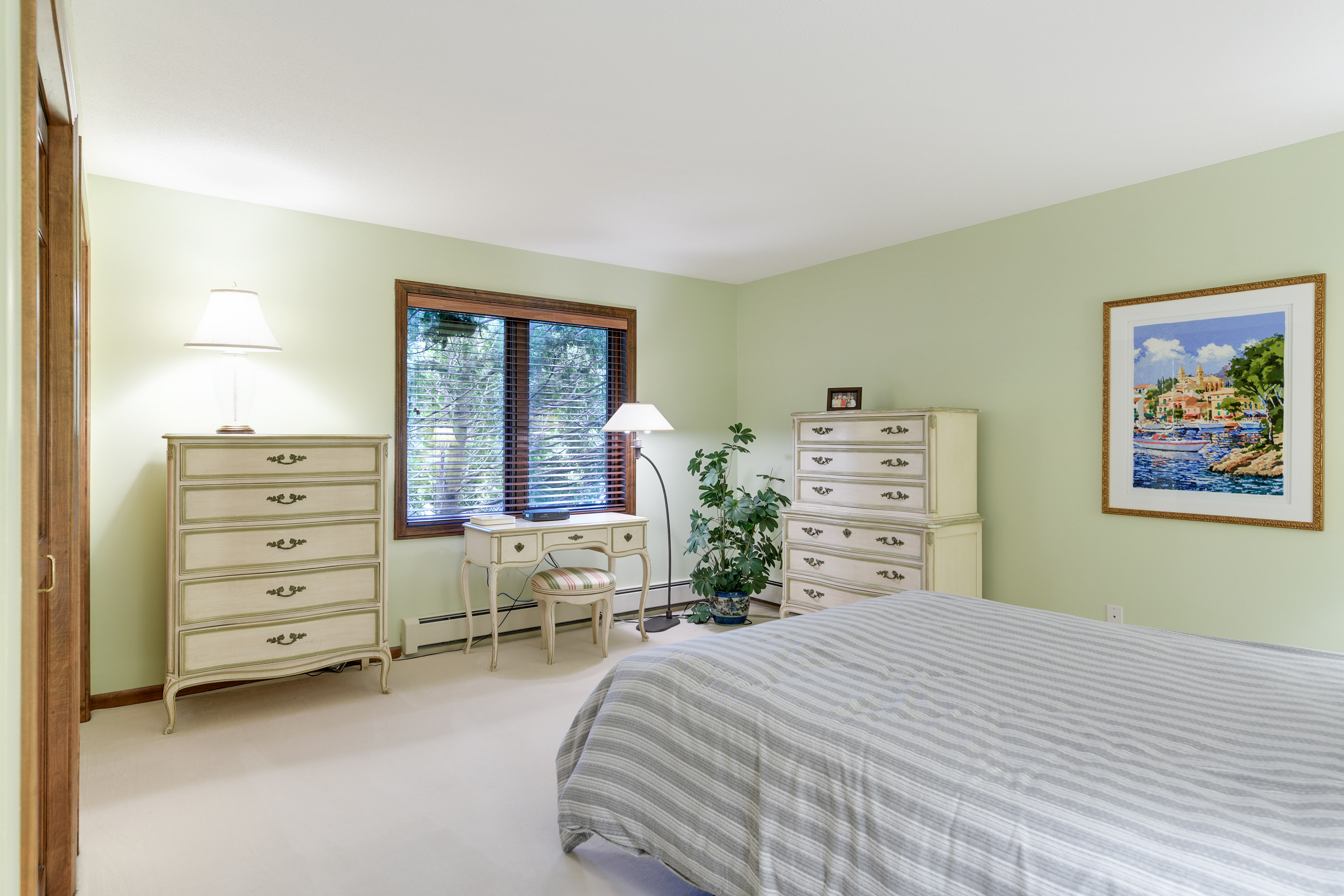 Nice size guest bedroom with 2 closets