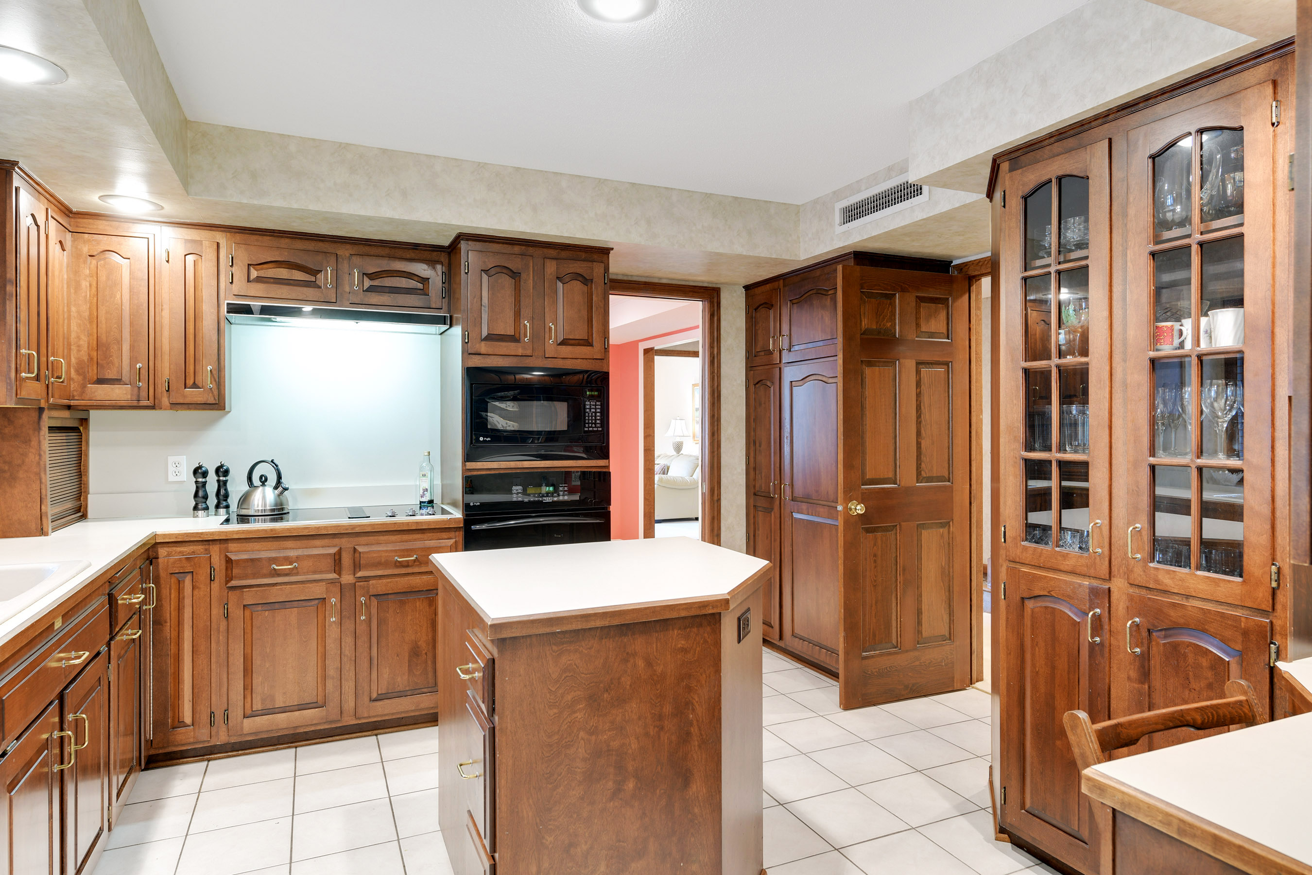 Updated appliances, a planning desk, pantry cabinet & pullout drawers
